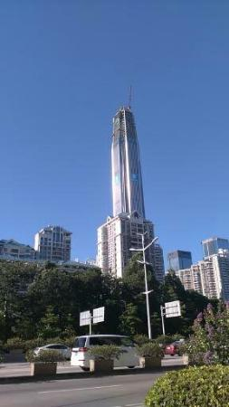 Shenzhen Convention and Exhibition Centre: 会展中心の近くに完成予定の東洋一の高層ビル