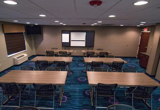 Fairfield Inn & Suites Lancaster: Meeting Room