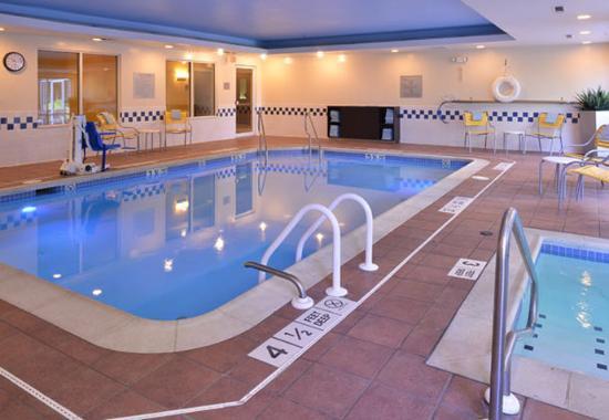 Fairfield Inn & Suites Mt. Laurel: Indoor Pool & Whirlpool