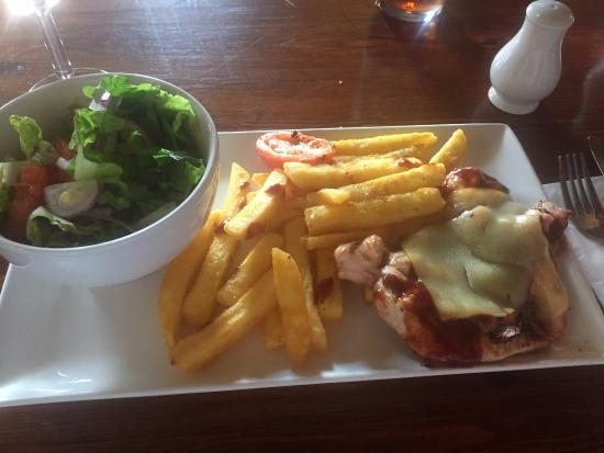 The White Lion: Hunters Chicken with Salad