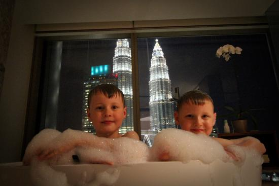 Grand Hyatt Kuala Lumpur : A tub with a view...an experience that just can't be beat!