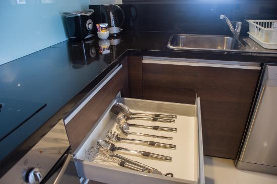 Oakwood Residence Sukhumvit Thonglor: Kitchen