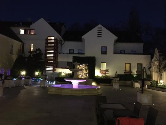 Kristály Imperial Hotel - Tata: Udvar télen