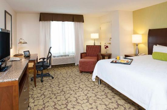 Hilton Garden Inn Plymouth: 1 King Hearing Accessible Room