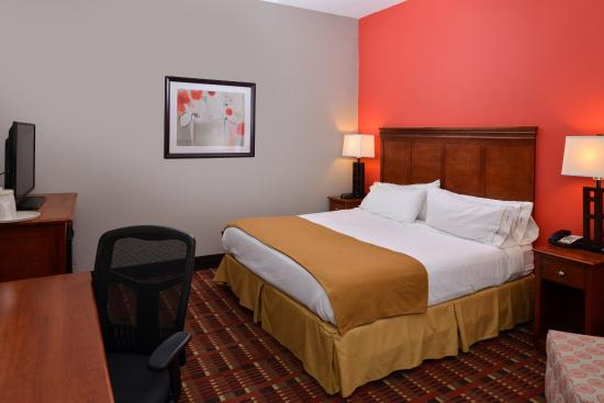 Crestwood, IL: Check out our wheelchair accessible king room.