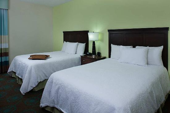 Hampton Inn Central Naples: 2 DBL BEDS WITH REFRIGERATOR NONSMOKING
