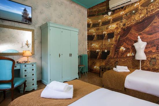 Habitaci n picture of casual madrid del teatro madrid for Hotel habitacion cuadruple madrid