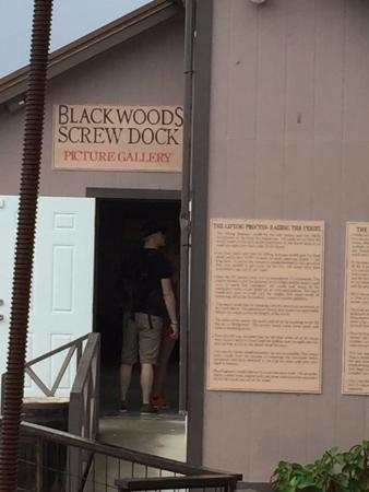 ‪Blackwoods Screw Dock‬