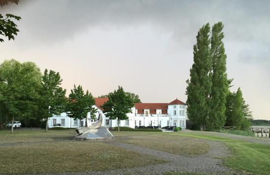Fehrbellin Wustrau-Altfriesack, Tyskland: Hotel nach dem Regen