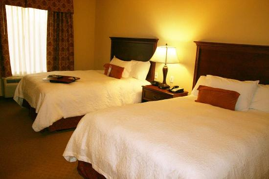 Hampton Inn & Suites Stephenville: Two Queen Beds
