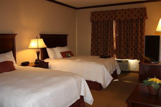 Hampton Inn & Suites Stephenville: Two Queen Beds Non-Smoking