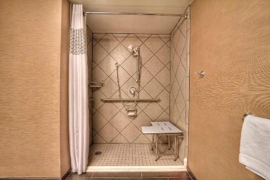 Jonesville, Carolina del Norte: Accessible Roll-In Shower