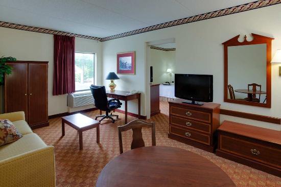 Hampton Inn Hanover: 1 King Bed Guest Suite