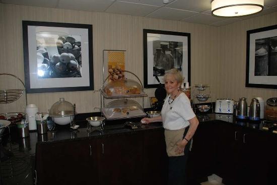 Hampton Inn Darien-I-95: Breakfast Bar and Hostess