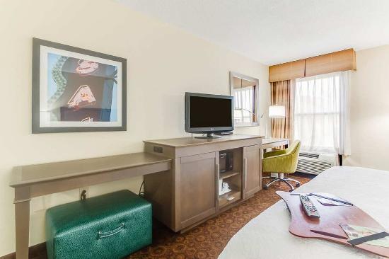 Dickson, TN: King Room TV Area