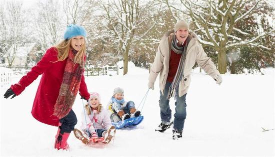 Dickson, TN: Snow Sledding Family