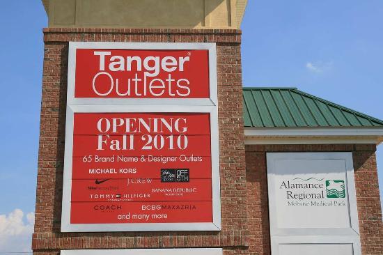 Mebane, Северная Каролина: New Tanger Outlet Center