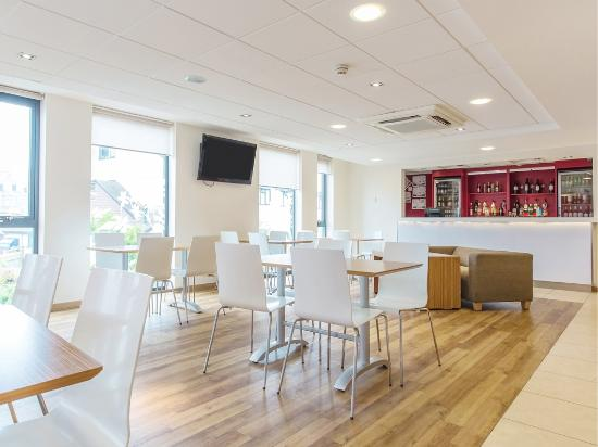 Travelodge Newquay Seafront Hotel : Bar Cafe
