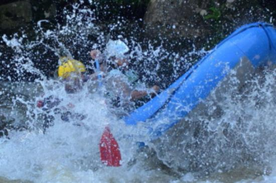 Friendsville, Мэриленд: Blasting Through Snaggle Tooth Rapid