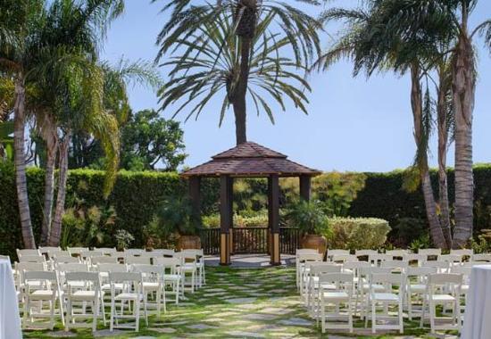 Torrance Marriott Redondo Beach: Serenity Garden Wedding Ceremony