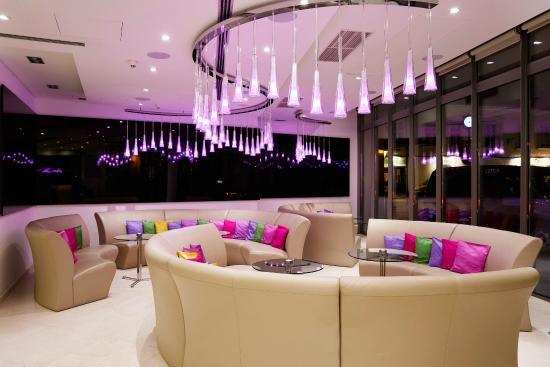 Design Hotel Josef Prague: Lobby By Night