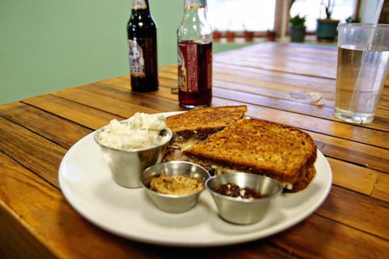 Front Royal, فيرجينيا: ham & cheese