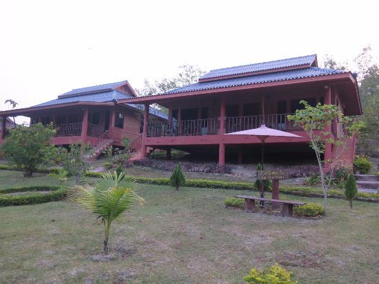 Ban Rai Tin Thai Ngarm Eco Lodge: อาคารที่พัก