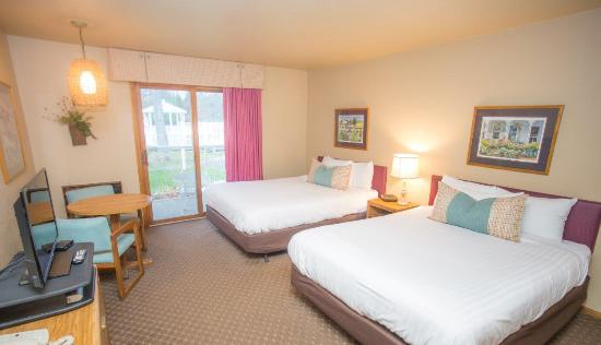 Somerset Inn & Suites: Traditional Hotel Room w/ 2 Queen Beds