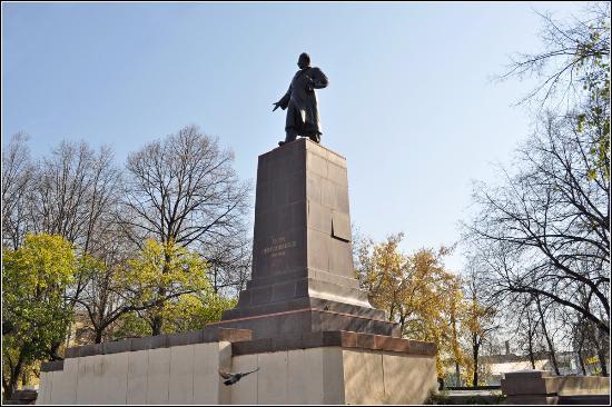 Памятники в екатеринбурге на уралмаше продажа гранита для памятников минск