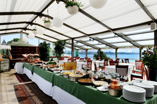 Armada Istanbul Old City Hotel: Buffet Breakfast at the Terrace