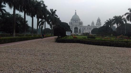 Hotel Rushabh Home: Victoria Memorial at Kolkata. Walking distance from hotel.