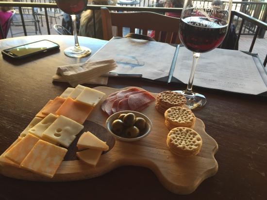 Landon Winery : The $12.99 cheese platter