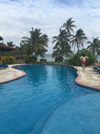 Seascape Villas: Pool looking to beach.