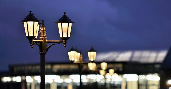 Meols, UK: Atrium restaurant at night