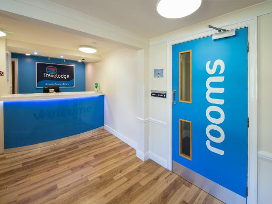 Travelodge arundel fontwell park hotel reviews photos - Arundel hotels with swimming pool ...