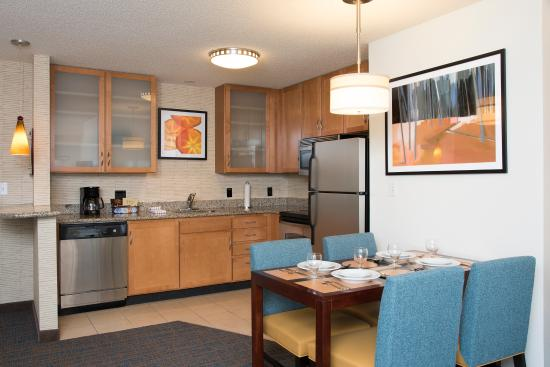 Residence Inn Toledo Maumee: Two Bedroom Suite Kitchen Area