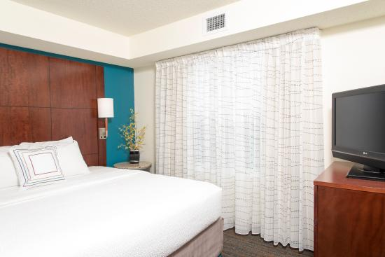 Residence Inn Toledo Maumee: Suite Sleeping Area