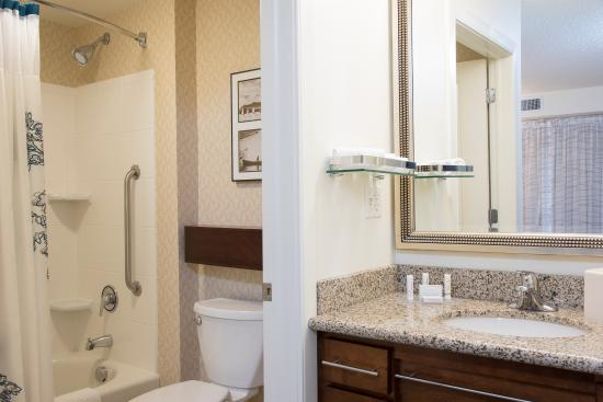 Residence Inn Toledo Maumee: Suite Bathroom