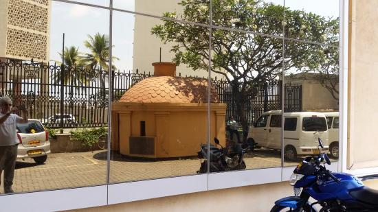 King Sri Wickrama Rajasinghe Prison Cell: view from Janadhipathi street corner bank of Ceylon st