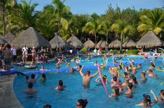 Fiesta en la piscina de spring break picture of for Fiesta de piscina