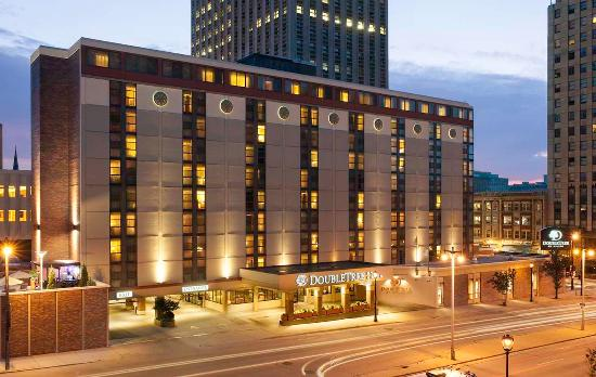 Doubletree by hilton hotel milwaukee downtown wi hotel for Five star hotels in milwaukee