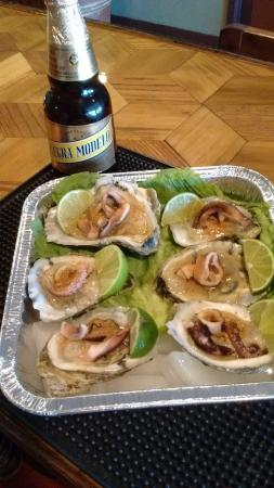 Abbotsford, WI: Fresh Oysters accompanied with you favorite Mexican or domestic beer