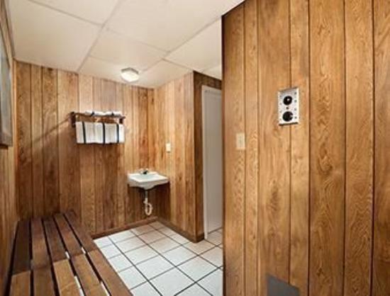 رمادا كينيدي سبيس سنتر: Walking into the sauna