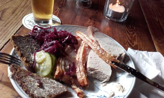Vaertshuset Sankt Peder : Pig steak and bread