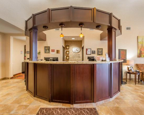 Comfort Suites Altoona: Front Desk