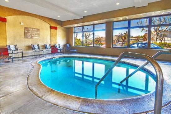 Hampton inn santa cruz 149 2 0 5 updated 2018 prices hotel reviews ca tripadvisor for Hotel shambala swimming pool price