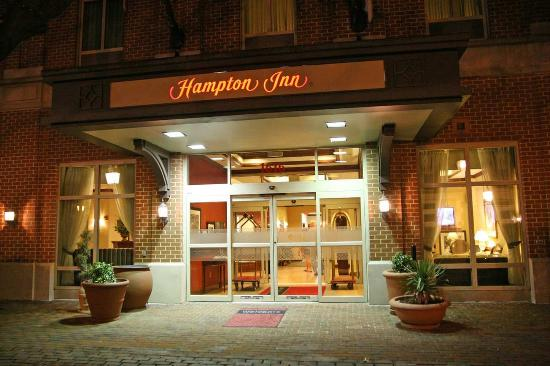 Hampton Inn Alexandria - Old Town/King Street Metro: Hotel Entrance