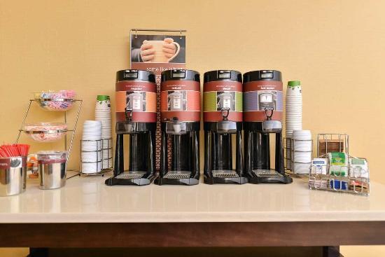 Hampton Inn Laurel (Fort Meade Area) : Coffee Station
