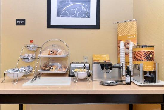 Hampton Inn Laurel (Fort Meade Area) : Free Breakfast