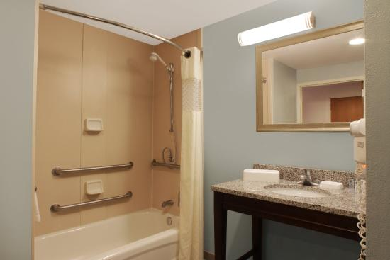 Port Saint Lucie, FL: Handicap Accessible Bathroom